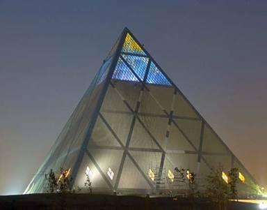 Virgo maria n 734 for Architecte de pyramide